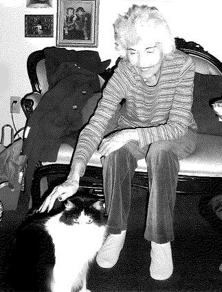 kaydeene salley with her cat