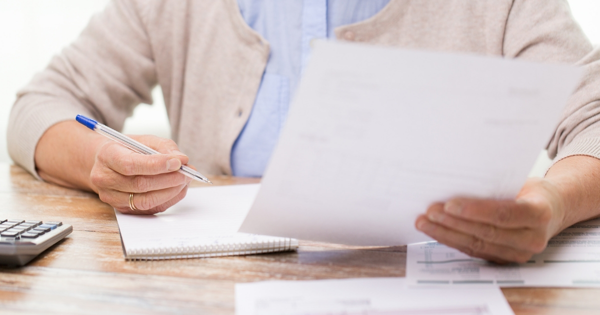 7 Accounting Tips for Families With an In-Home Caregiver
