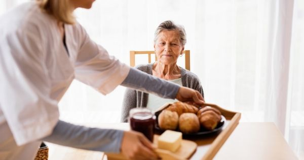 7 Tips for Getting a Senior With a Loss of Appetite to Eat